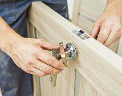 Установить дверь своими руками